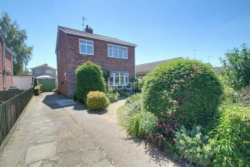 3 Bedrooms Detached House for sale in Swan Close, Whittlesey, PE7 1YW