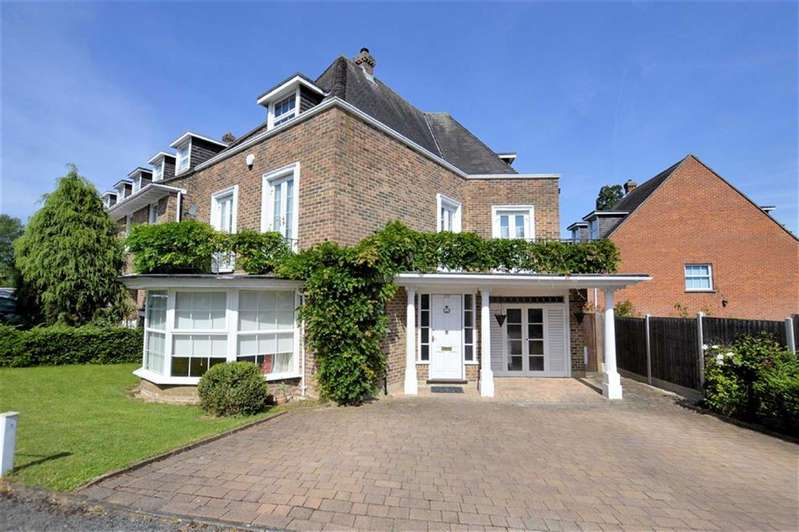 5 Bedrooms Detached House for sale in Theydon Grove, Epping
