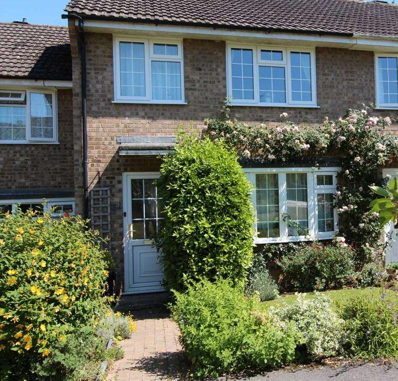 3 Bedrooms Town House for sale in Barnes Close, Sturminster Newton