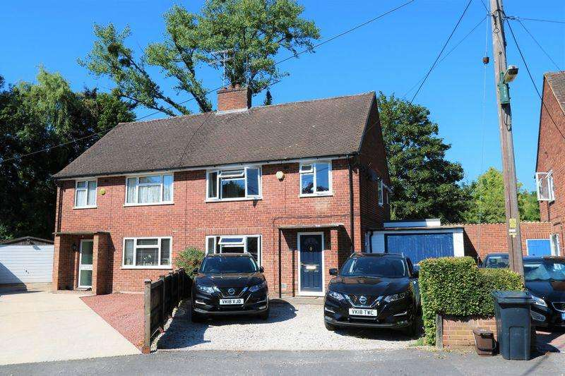 3 Bedrooms Semi Detached House for sale in Clapton Approach, Wooburn Green