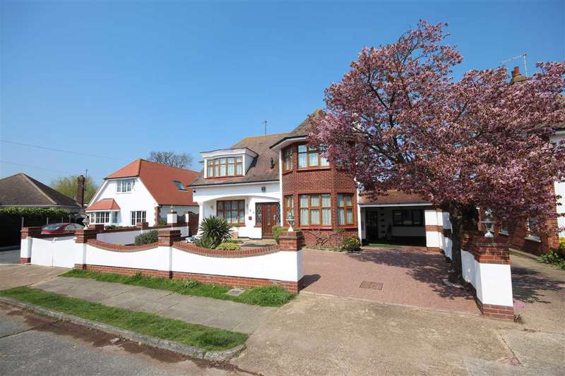5 Bedrooms Detached House for sale in Holland Park, Clacton-On-Sea