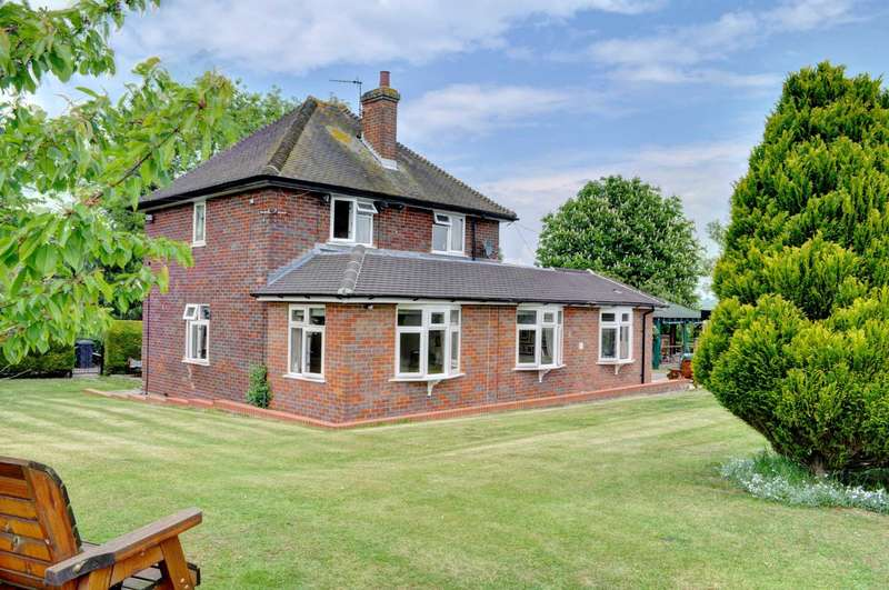3 Bedrooms Detached House for sale in Bledlow - Far Reaching Panoramic Views