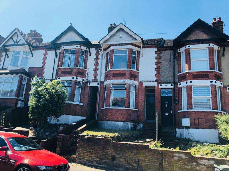 3 Bedrooms Terraced House for sale in Russell Rise, Luton