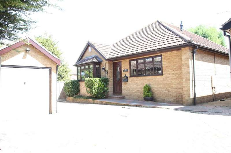 3 Bedrooms Detached Bungalow for sale in Westcliff on sea SS0