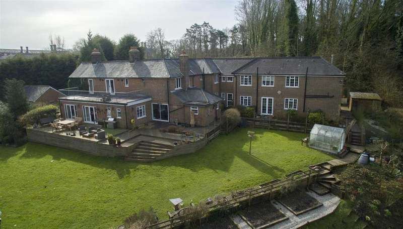 7 Bedrooms Detached House for sale in North Trade Road, Battle