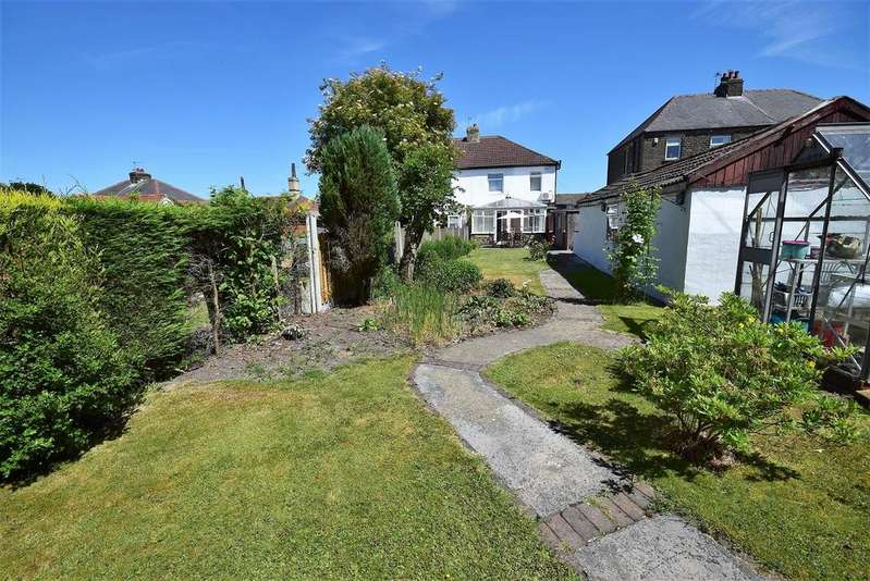 3 Bedrooms Semi Detached House for sale in Speeton Avenue, Bradford
