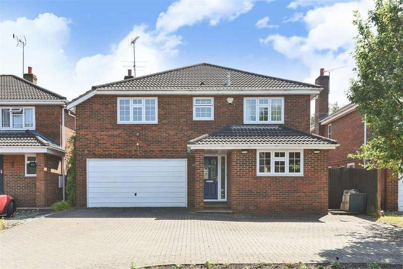 4 Bedrooms Detached House for sale in Clifton Road, Wokingham, Berkshire RG41 1NH