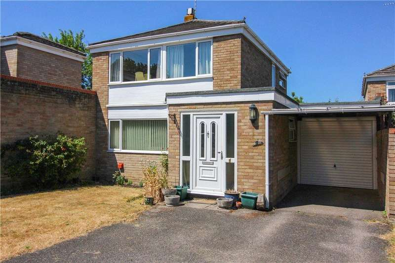 3 Bedrooms Detached House for sale in Wyndham Close, Yateley, GU46