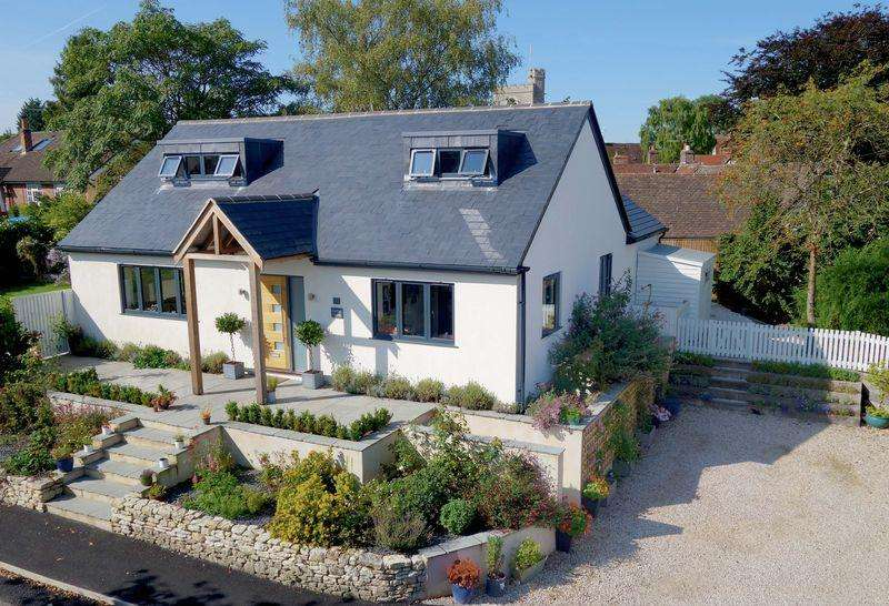 4 Bedrooms Detached House for sale in Cuddington, Buckinghamshire