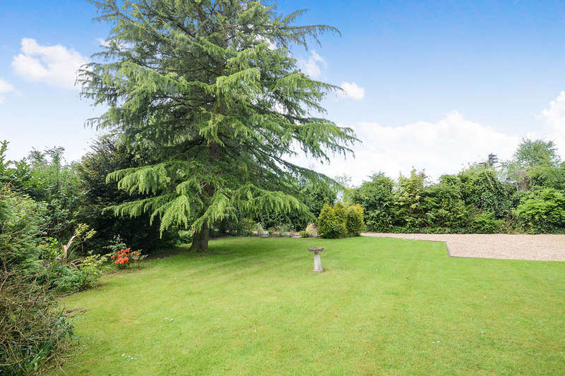 4 Bedrooms Detached Bungalow for sale in Folks Close, Haxby, York, YO32