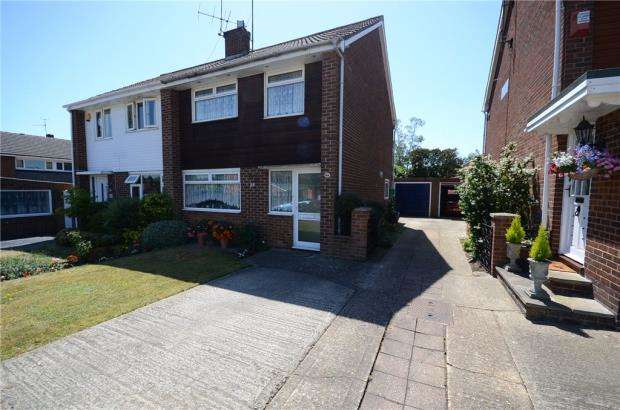3 Bedrooms Semi Detached House for sale in Austin Road, Woodley, Reading