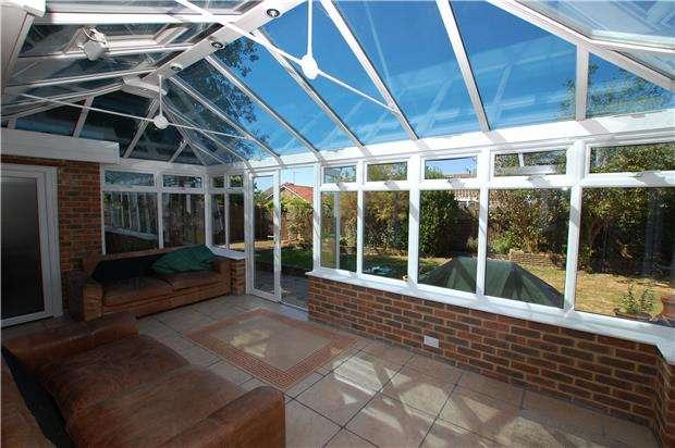4 Bedrooms Link Detached House for sale in Huggetts Lane, EASTBOURNE, East Sussex, BN22 0LT