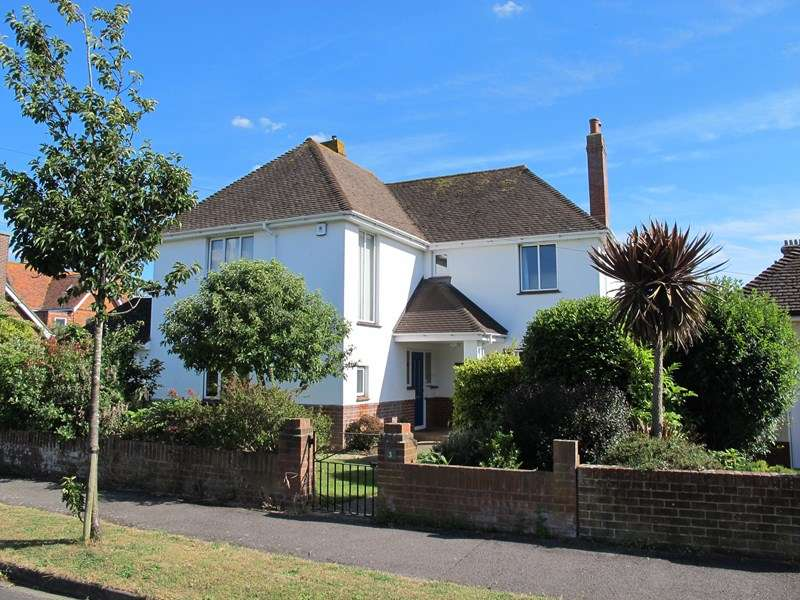 4 Bedrooms Detached House for sale in Britten Road, Lee-On-The-Solent