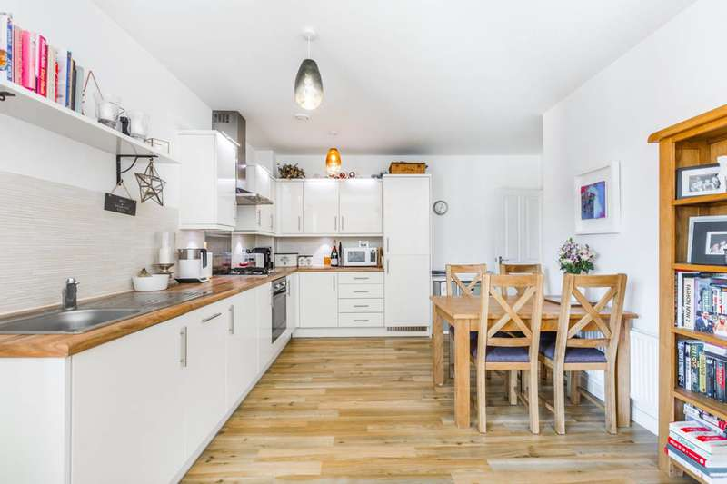 2 Bedrooms Flat for sale in Gilson Place, Muswell Hill, N10