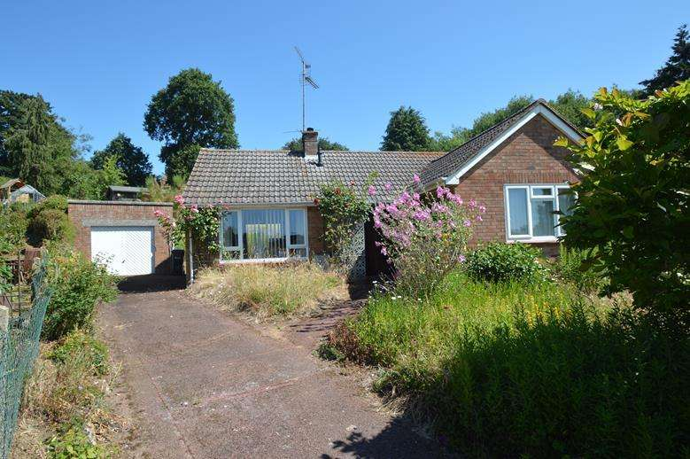 2 Bedrooms Detached Bungalow for sale in Ashlong Grove, Halstead CO9