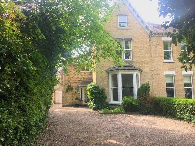 5 Bedrooms Semi Detached House for sale in Hull Road, Cottingham, HU16