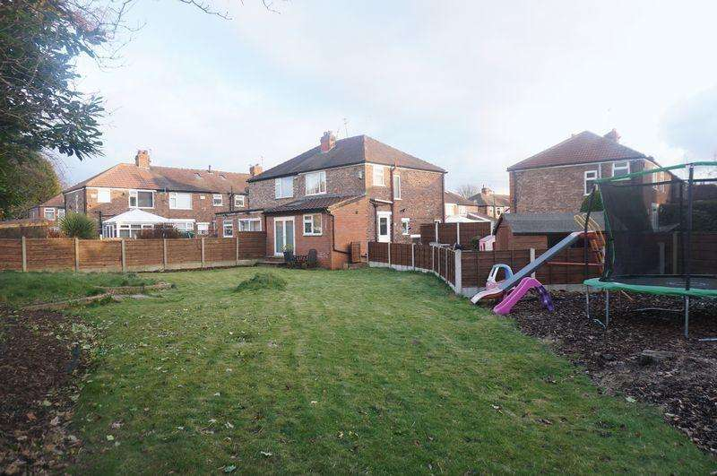 3 Bedrooms Semi Detached House for sale in St Ives Avenue, Cheadle
