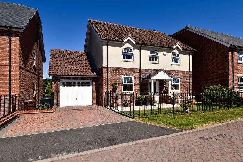 4 Bedrooms Detached House for sale in Whittaker Close, Congleton, CW12 1LW
