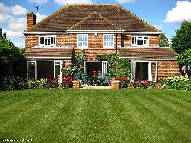 4 Bedrooms Detached House for sale in Midsummer House, Inkpen Road, Kintbury, Berkshire, RG17 9UA