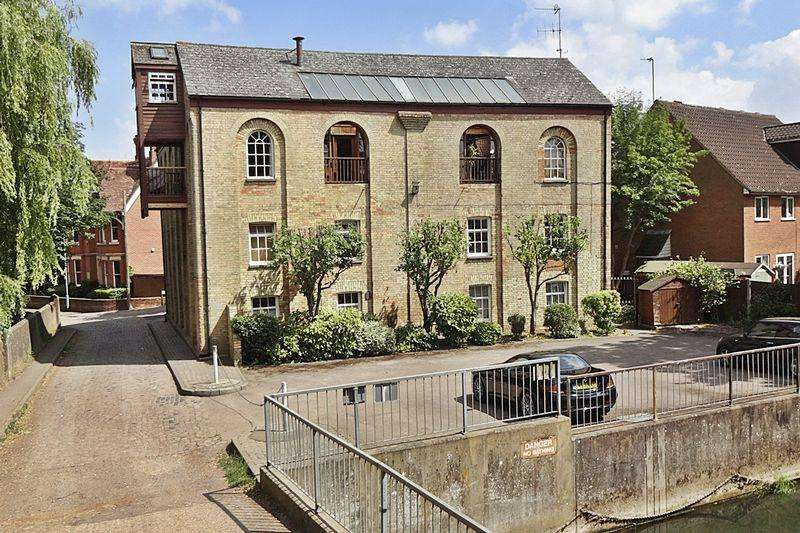 4 Bedrooms Apartment Flat for sale in Ivel Mill, Biggleswade