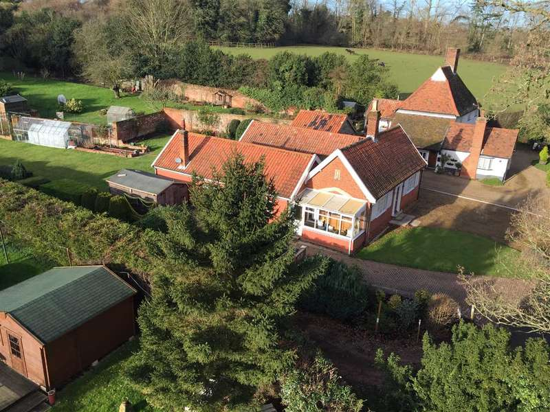 3 Bedrooms Detached Bungalow for sale in High Street, Sproughton, Ipswich, Suffolk