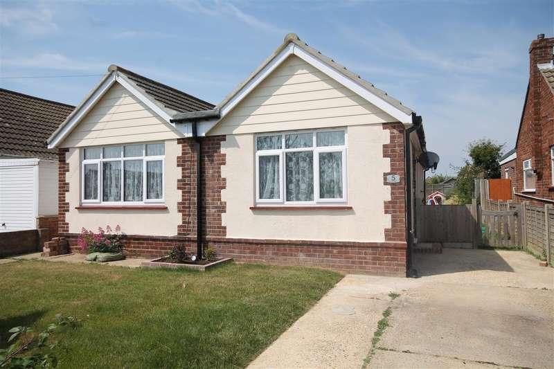 3 Bedrooms Bungalow for sale in Tudor Green, West Clacton