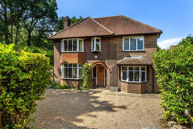 5 Bedrooms Detached House for sale in Wheatsheaf Close, Horsell, Surrey, GU21
