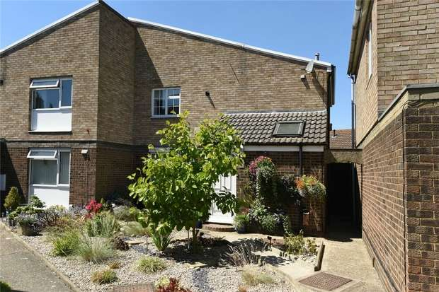 3 Bedrooms Semi Detached House for sale in Dines Close, Wilstead, Bedford