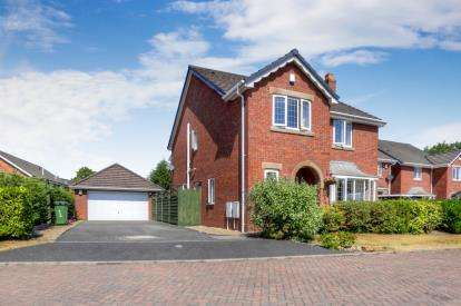 4 Bedrooms Detached House for sale in Meadow Close, Hazel Grove, Stockport, Cheshire