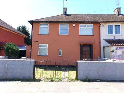 3 Bedrooms Semi Detached House for sale in Blissett Road, New Parks, Leicester, Leicestershire