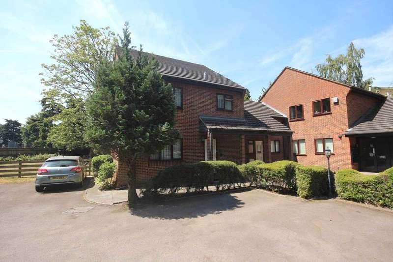 2 Bedrooms Maisonette Flat for sale in Dolphin Court, Bracknell