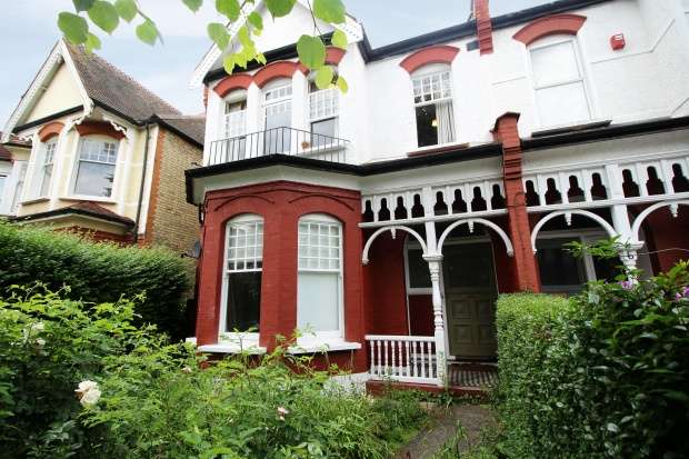 4 Bedrooms Apartment Flat for sale in Broomfield Avenue, London, Greater London, N13 4JN