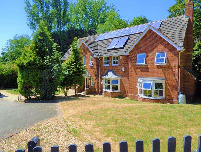 5 Bedrooms Detached House for sale in Standing Stones, Northampton
