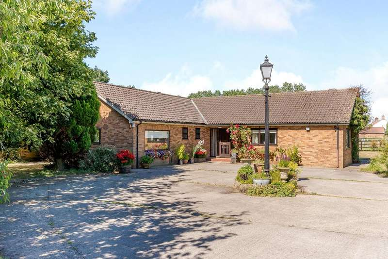 3 Bedrooms Equestrian Facility Character Property for sale in Whitethorn Farm, Easingwold Road, Stillington, York, YO61
