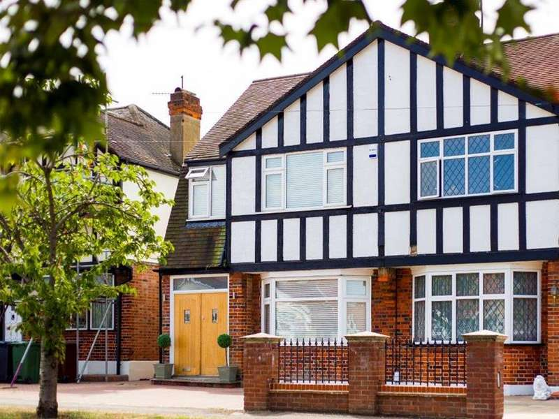 4 Bedrooms Semi Detached House for sale in College Gardens, London, E4