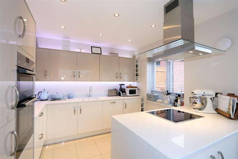 4 Bedrooms Property for sale in Cessna Court, Castle Donington, DE74 2UA