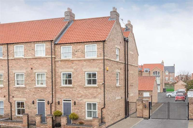5 Bedrooms End Of Terrace House for sale in Pulleyn Mews, York, YO30