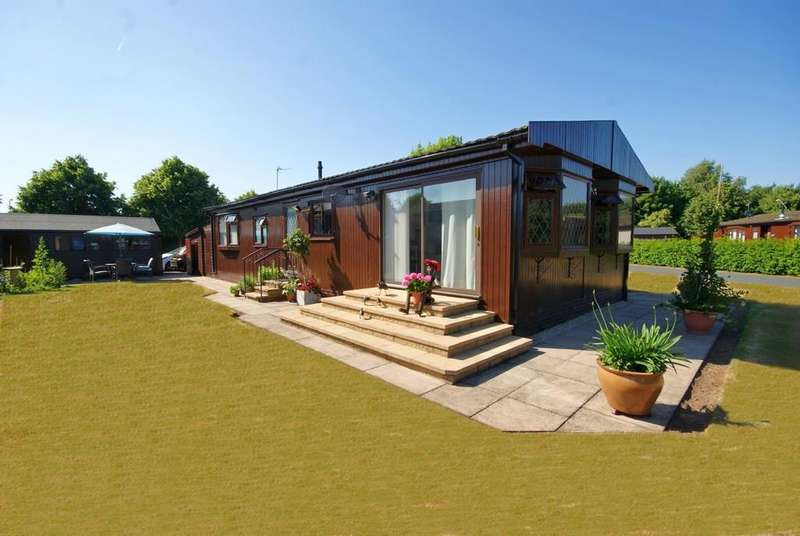 2 Bedrooms Detached Bungalow for sale in Mulberry Way, The Elms, Torksey