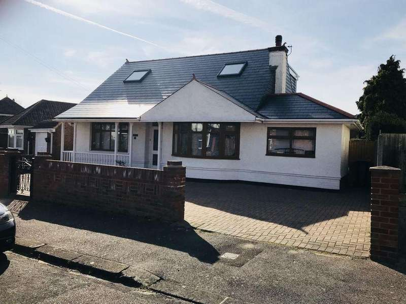 4 Bedrooms Detached House for sale in St Lawrence Avenue
