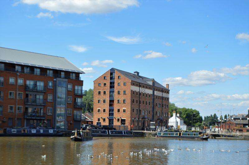 2 Bedrooms Apartment Flat for sale in The Lock Warehouse, Severn Road, Gloucester