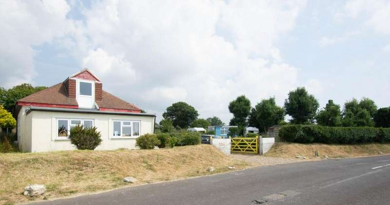 3 Bedrooms Detached House for sale in New Dover Road, Capel-Le-Ferne, CT18