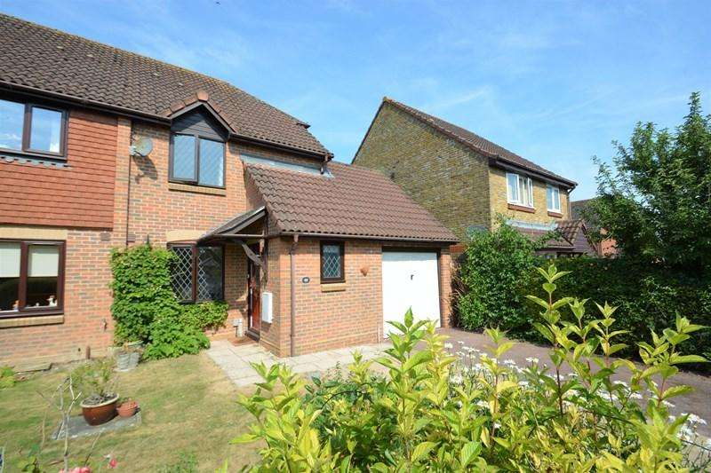 3 Bedrooms Semi Detached House for sale in Brackenbury, Andover