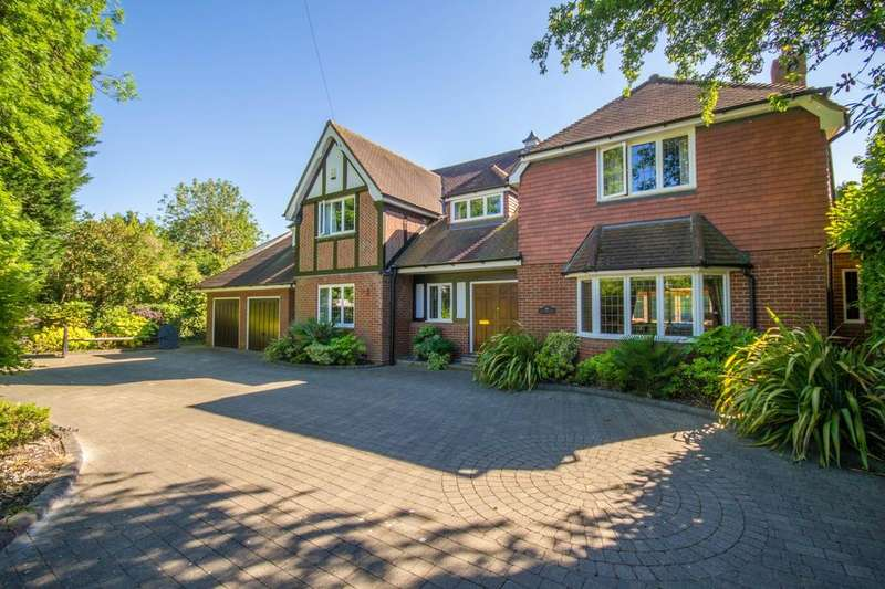 5 Bedrooms Detached House for sale in Heronway, Hutton Mount, Brentwood, Essex, CM13
