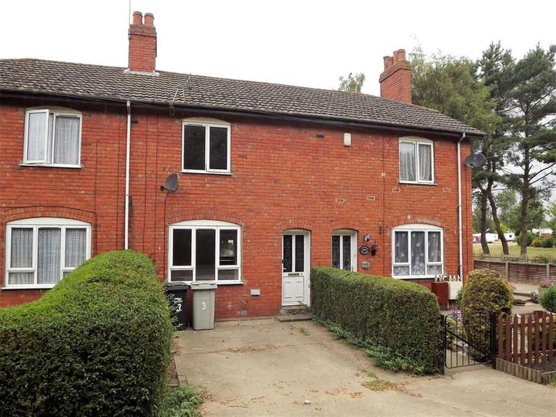 3 Bedrooms Terraced House for sale in Lodge Road, Tattershall, Lincoln, LN4 4JS