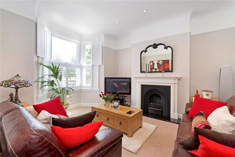 3 Bedrooms Maisonette Flat for sale in Copleston Road, Peckham Rye, London, SE15