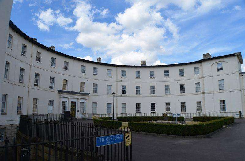 2 Bedrooms Apartment Flat for sale in The Crescent, Gloucester