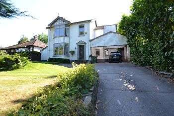 4 Bedrooms Detached House for sale in Prestbury Road, Macclesfield, Cheshire, SK10 3BS