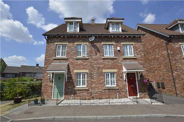 3 Bedrooms Town House for sale in Adams Land, Coalpit Heath, BRISTOL, BS36 2JT