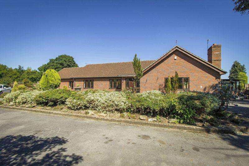 3 Bedrooms Detached Bungalow for sale in HILL LODGE, MORLEY ROAD, OAKWOOD