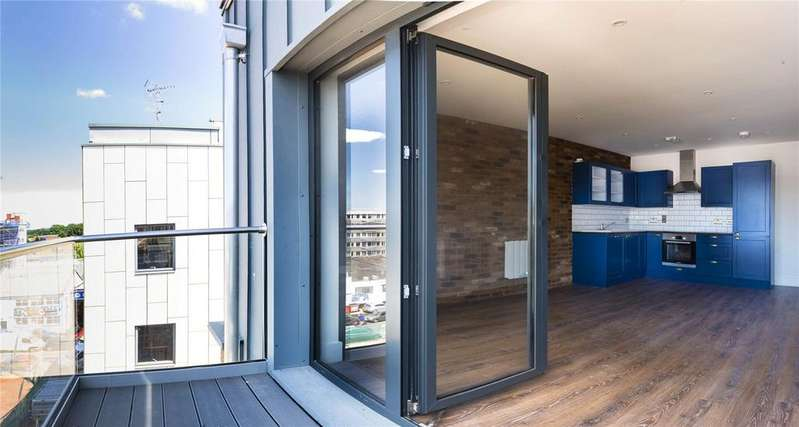 2 Bedrooms Apartment Flat for sale in Portland Square, Bristol, BS2